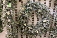 """XZ10092WH Mixed Pine Narcissus Wreath With Snow White 32"""""""